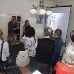 Návštěvníci se podívali i do prostor původní ložnice Žofie Veselíkové (matky Soni Červené), kde je dnes umístěna ředitelna. V roli průvodkyně Jitka Matyášová