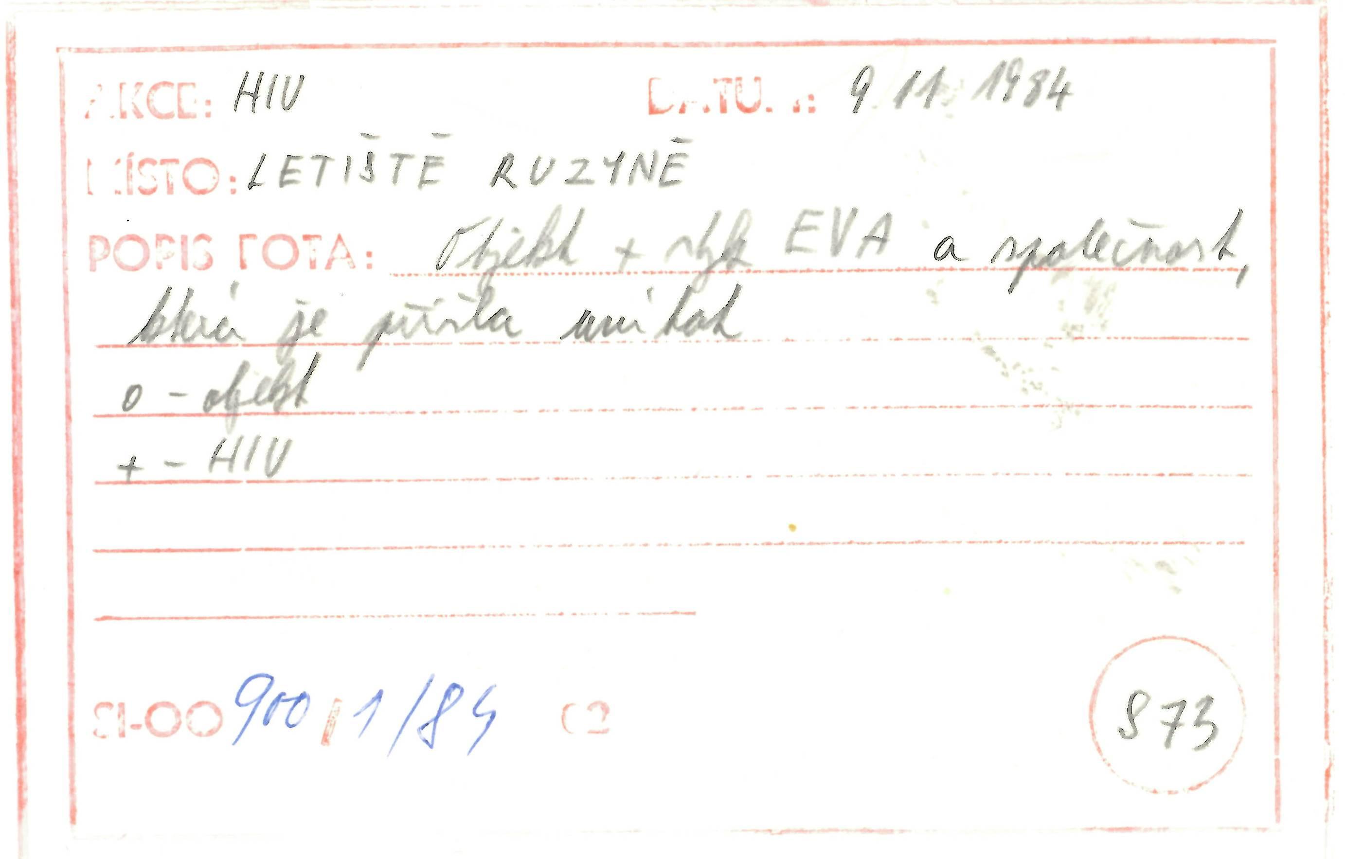 Revers fotografie ze sledování pořízené na letišti Ruzyně v Praze / Surveillance photograph taken at Prague Ruzyne airport, reverse side